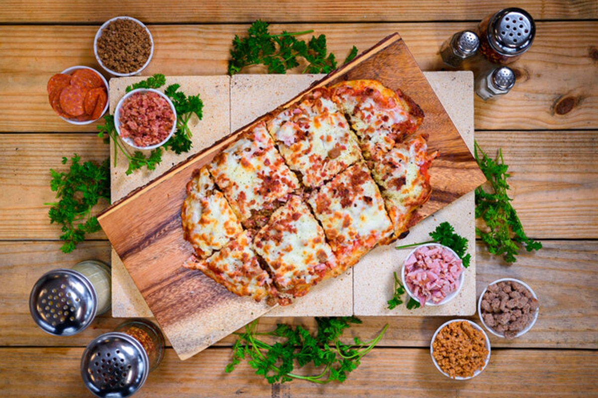 Pizza and garnishes from the Missing Brick Pizza